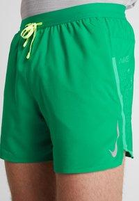 Nike Performance - AIR FLEX STRIDE - Sports shorts - lucid green/silver - 6