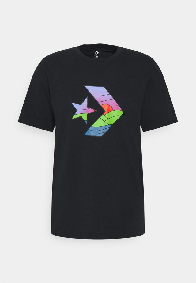 STAR CHEVRON SUNSET SHORT SLEEVE TEE - Print T-shirt - converse black