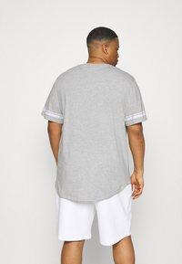 Only & Sons - ONSMATT LIFE LONGY STRIPE   - Print T-shirt - light grey melange - 2