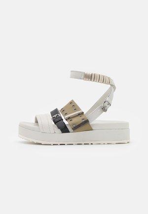 MAY - Sandály na platformě - panna/nero/uniform
