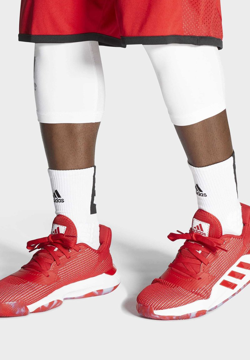 adidas Performance - PRO BOUNCE 2019 LOW SHOES - Basketball shoes - red
