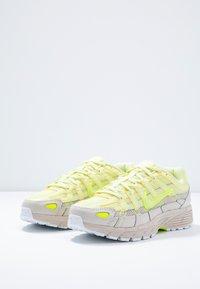 Nike Sportswear - P-6000 - Baskets basses - luminous green/desert sand - 6