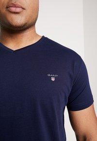 GANT - THE ORIGINAL SLIM V NECK  - T-shirt print - evining blue - 5