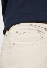 Michael Kors - PARKER - Slim fit jeans - beige - 5