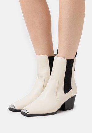 Cowboy/biker ankle boot - beige