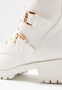 Bianco Wide Fit - BIACLAIRE  - Cowboy- / bikerstøvlette - white - 2