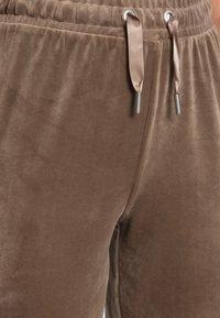 ONLY - ONLLAYA SWEET PANT - Trainingsbroek - walnut - 4