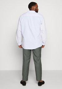 River Island - B&T MORMONT - Pantalon de costume - green - 2