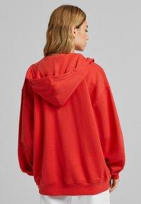 Bershka - OVERSIZE - Sweater met rits - red - 2