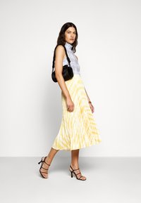 Proenza Schouler White Label - PRINTED PLEATED LONG SKIRT - Jupe trapèze - light yellow - 1