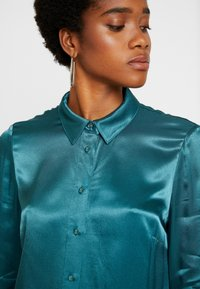 Forever New - MARTHA MILITARY  - Button-down blouse - green - 5