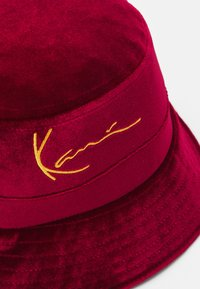 Karl Kani - SIGNATURE BUCKET HAT - Hatt - dark red - 3