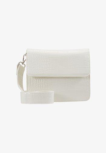 CAYMAN SHINY STRAP BAG