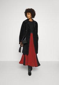 Oakwood - SISSI REVERSIBLE - Classic coat - black - 1