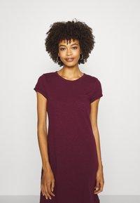 GAP - TEE DRESS - Žerzejové šaty - ruby wine - 2