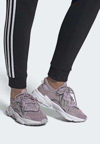 adidas Originals - OZWEEGO SHOES - Trainers - purple - 0