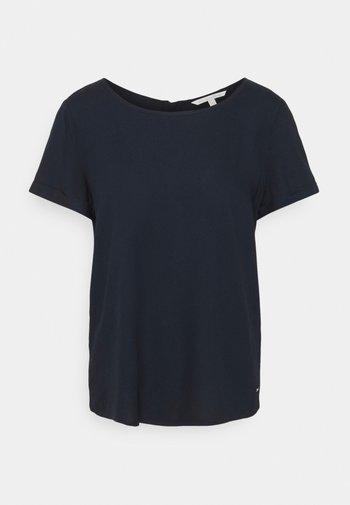 FEMININE WITH ZIPPER - Print T-shirt - sky captain blue