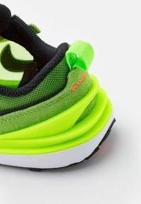 Nike Sportswear - WAFFLE ONE UNISEX - Trainers - electric green/black/mean green/hyper crimson - 5