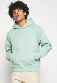 adidas Originals - PREMIUM HOODY UNISEX - Sweatshirt - hazy green - 3