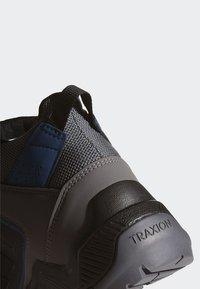 adidas Performance - TERREX EASTRAIL MID GORE-TEX - Obuwie hikingowe - grey - 7