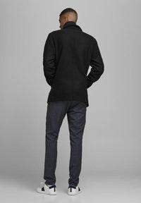 Jack & Jones - Pitkä takki - black - 2