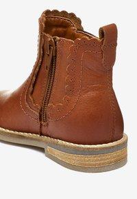 Next - CHELSEA SCALLOP  - Korte laarzen - brown - 3
