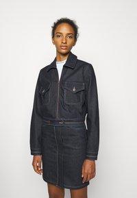 Victoria Victoria Beckham - RAINBOW STITCH HARRINGTON JACKET - Denim jacket - raw - 3
