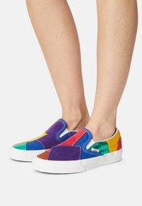 Vans - UA CLASSIC  - Slip-ons - pride patchwork/true white - 0