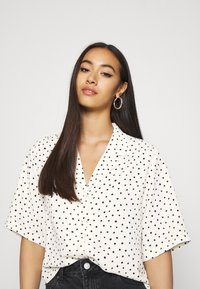 Monki - TANI BLOUSE - Skjorte - white - 3