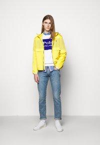 Polo Ralph Lauren - BELPORT HOODED - Tunn jacka - signal yellow - 1