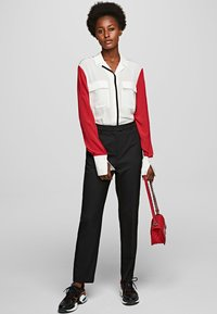 KARL LAGERFELD - KARL PIXEL COLOURBLOCK  - Camisa - white/black/red - 1