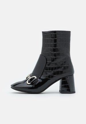 DENEUVE - Støvletter - black