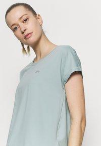 ONLY Play - ONPAUBREE TRAINING TEE - Basic T-shirt - gray mist - 3