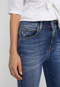 DRYKORN - WET - Jeans Skinny - mid blue wash - 5