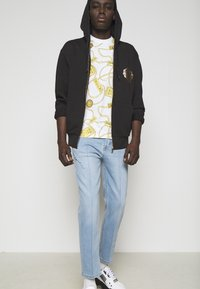 Versace Jeans Couture - SIOUX  - Jeans Tapered Fit - light blue denim - 4