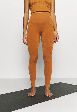 SHINY ALLIGATOR SEAMLESS - Leggings - hazel brown