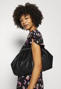 Guess - AYAR DRESS - Denní šaty - black/multi coloured - 3