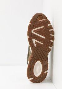 Puma - AXIS - Zapatillas - burnt olive/jaffa orange/silver/whisper white - 4