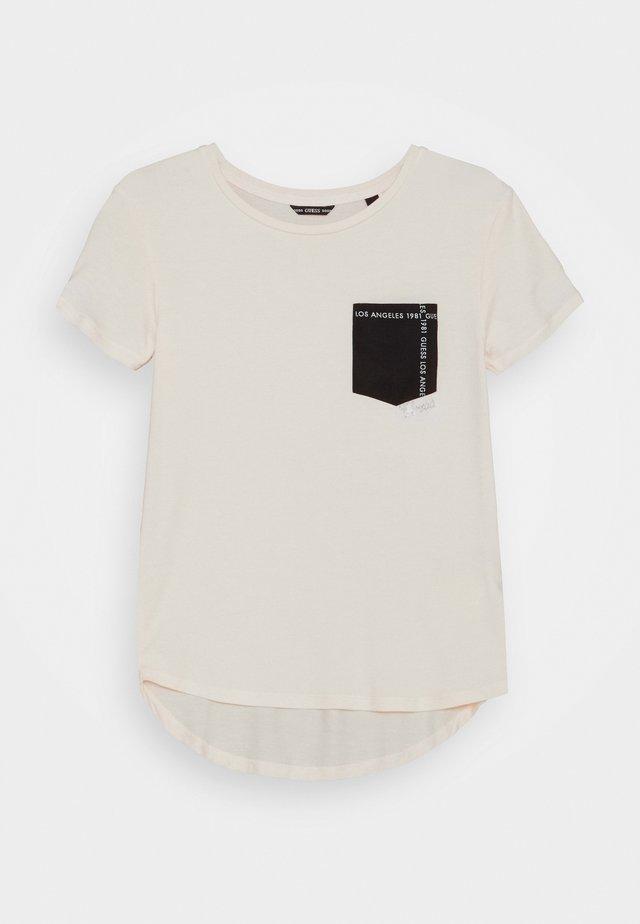 JUNIOR HIGH LOW - T-shirt med print - black/white