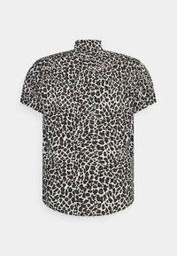Johnny Bigg - CHANCE ANIMAL PRINT - Shirt - white - 6