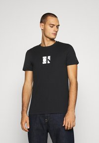 Calvin Klein Jeans - SMALL CENTER BOX TEE - Printtipaita - black - 0