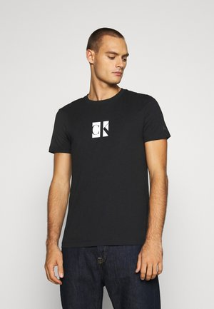 SMALL CENTER BOX TEE - Printtipaita - black