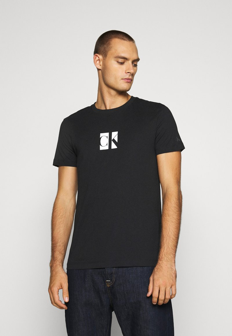 Calvin Klein Jeans - SMALL CENTER BOX TEE - Printtipaita - black