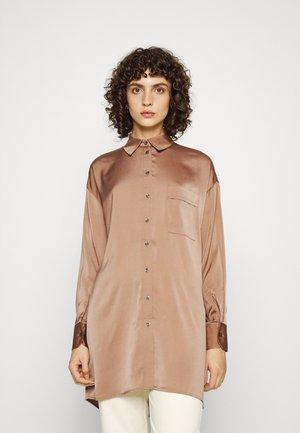 ONLPRIMROSELS BLOUSE - Overhemdblouse - brown