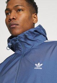 adidas Originals - STRIPES - Veste légère - crew blue - 5