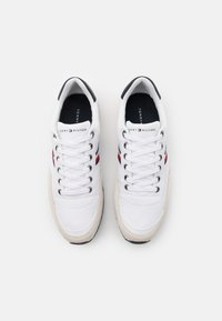 Tommy Hilfiger - ICONIC RUNNER - Zapatillas - white - 3