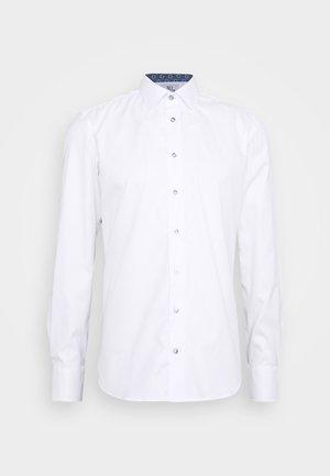 JAKE - Kostymskjorta - white