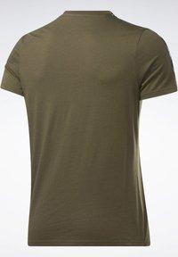 Reebok - TAPE TEE - T-shirt imprimé - army green - 8