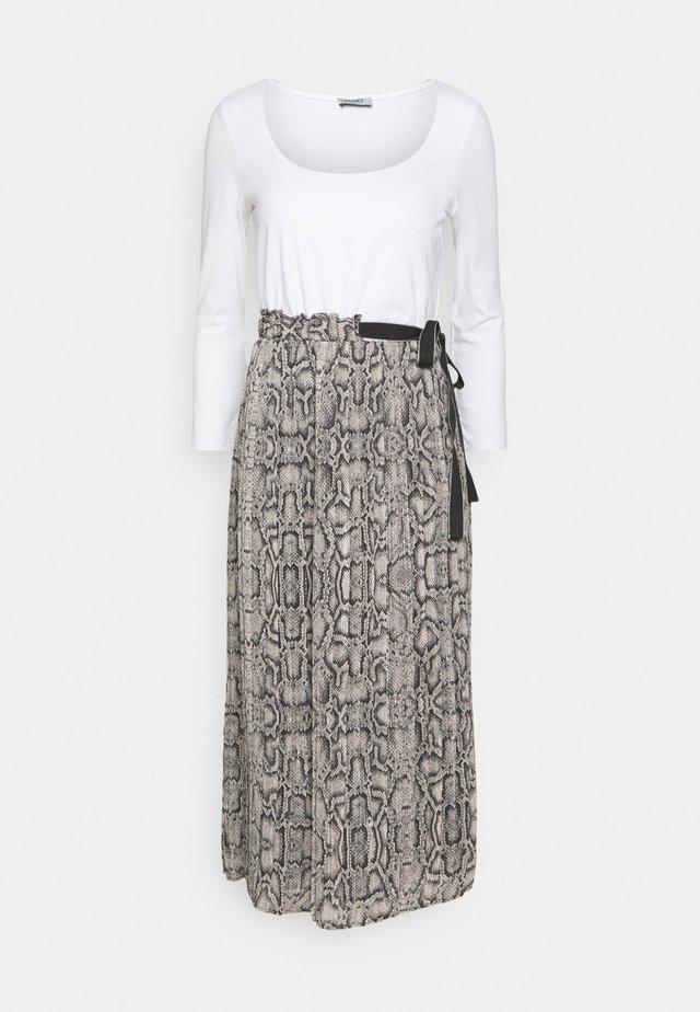 ABITO UNITA - Długa sukienka - beige