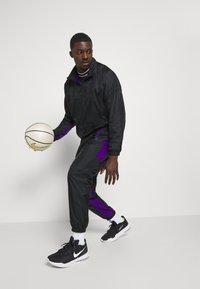 Nike Performance - NBA LA LAKERS TRACKSUIT - Klubové oblečení - black/field purple - 1